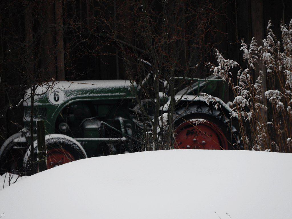2017_januar_schloss_dorf_013_traktor_001k